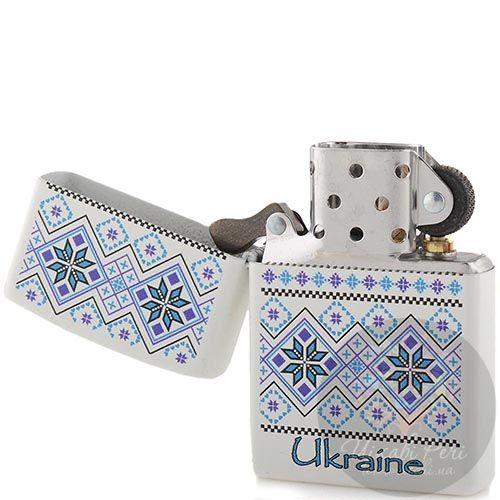 Зажигалка Zippo с синим рисунком в стиле украинской народной вышивки, фото