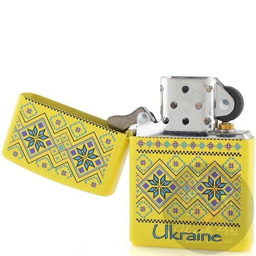 Зажигалка Zippo желтая с рисунком в стиле украинской народной вышивки, фото