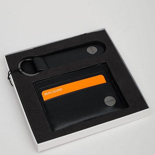 Подарочный набор Calvin Klein из кардхолдера и брелока, фото
