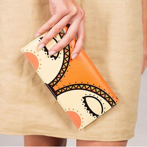Кожаное портмоне Диво Лисенок дремлет оранжевого цвета, фото
