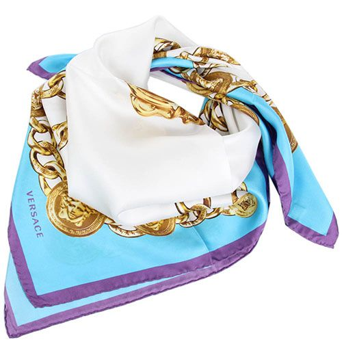 Яркий платок Versace с изображением брендовых элементов, фото