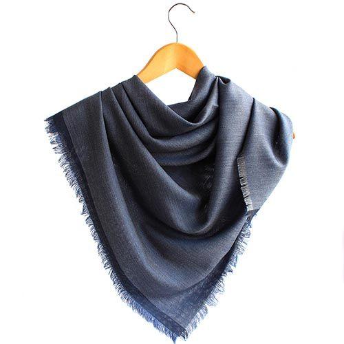 Шаль Maalbi из шерсти темно-синего цвета