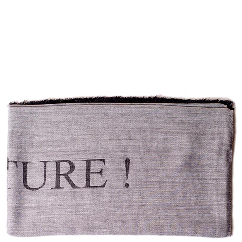 Женский шарф Moschino с брендовой надписью