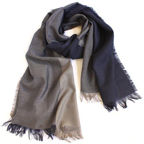 Шерстяной палантин Maalbi цвета капучино с темно-синими широкими полосами