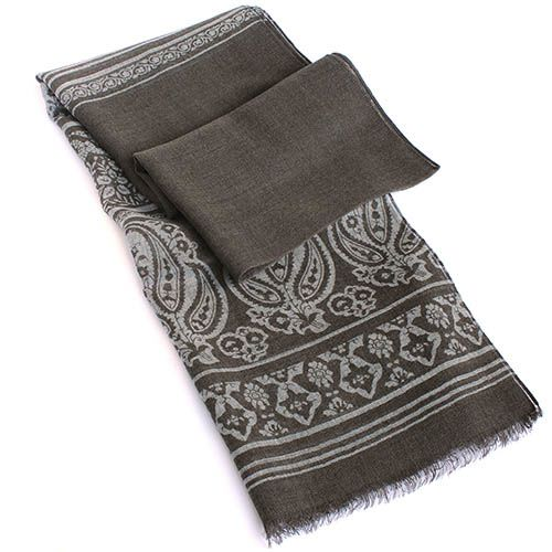 Теплый палантин Maalbi серого цвета с орнаментом
