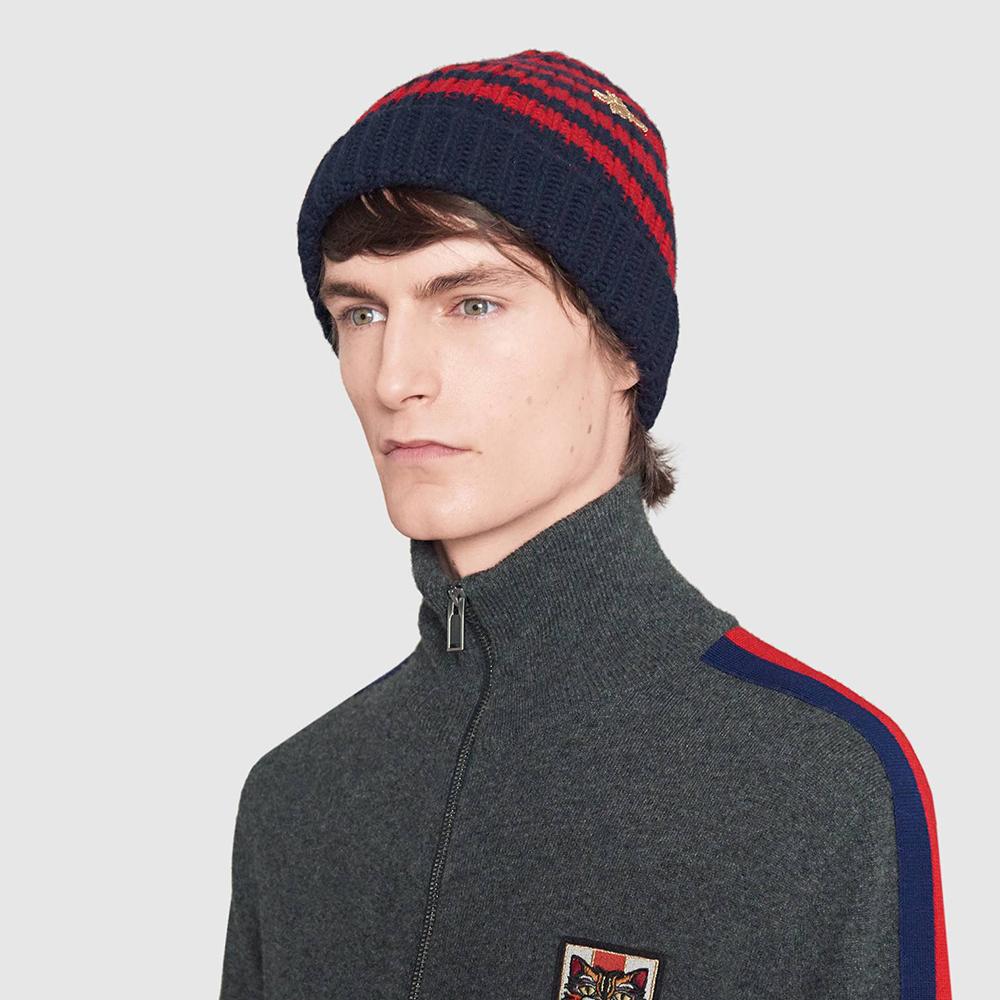 Полосатая шапка Gucci c вышивкой-пчелой