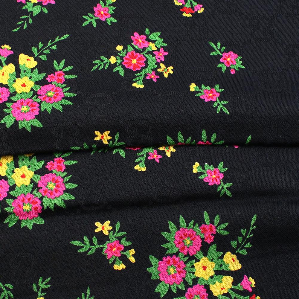 Черный платок Gucci с декором-цветами