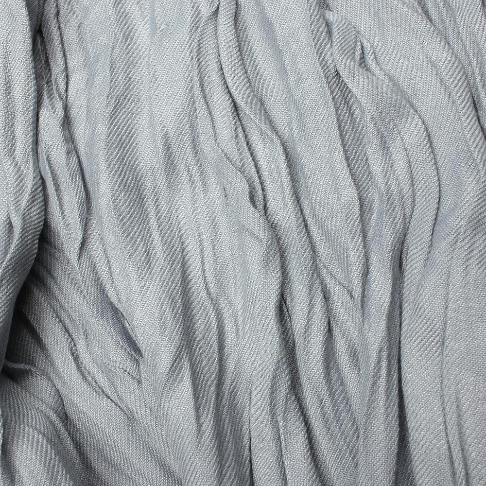 Жатый шарф-плиссе Fattorseta серого цвета с бахромой