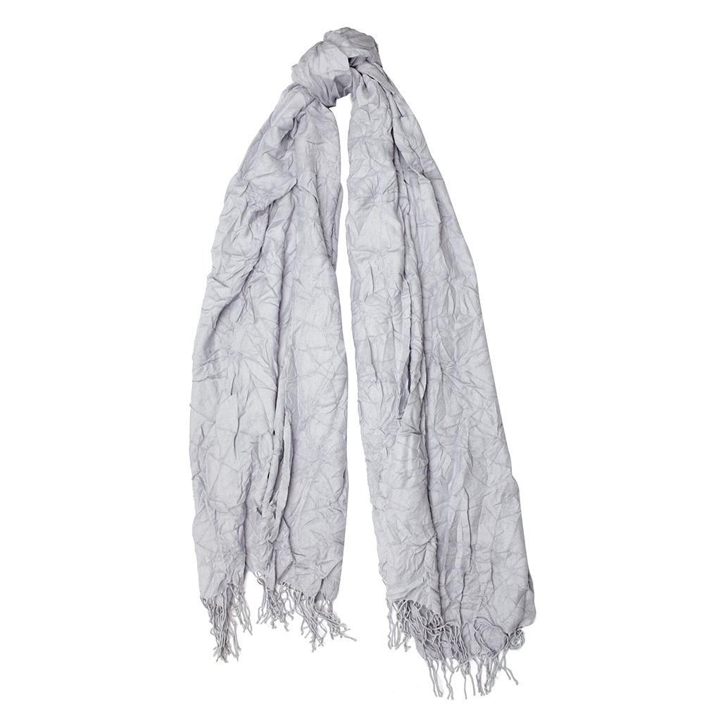Серый шарф-плиссе Fattorseta с бахромой