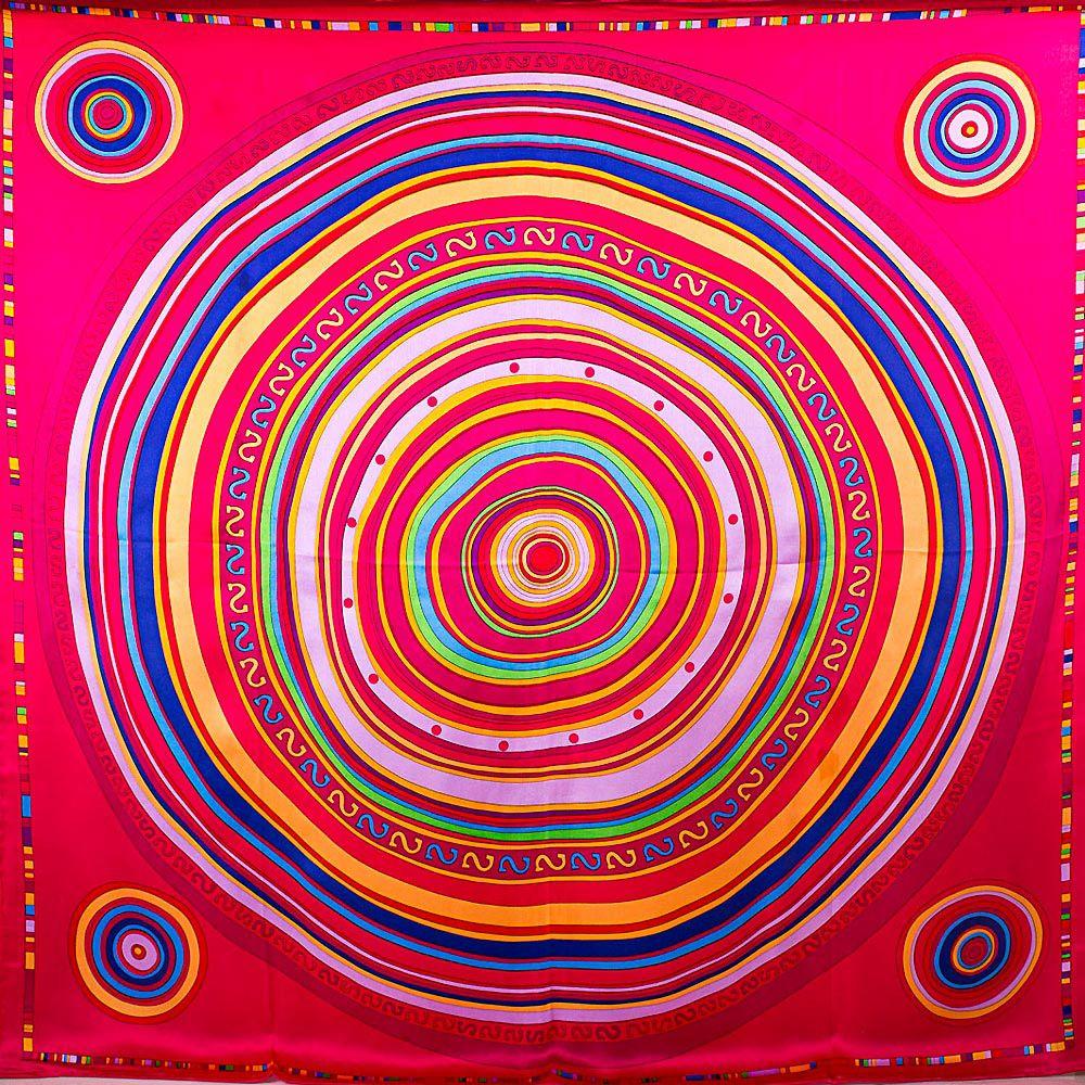 Шелковый платок Eterno с ярким принтом в виде дисков на малиново-красном фоне