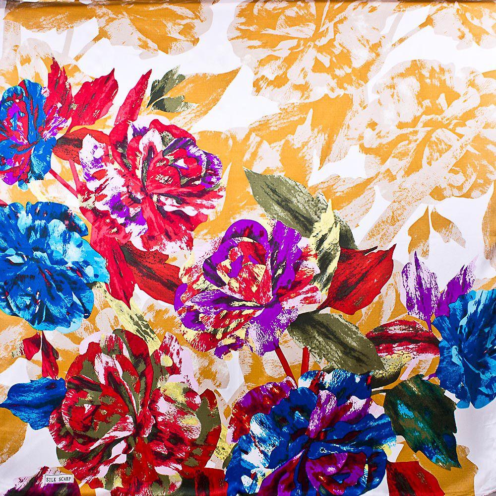 Шелковый платок Eterno с яркими и нежными кремовыми цветами