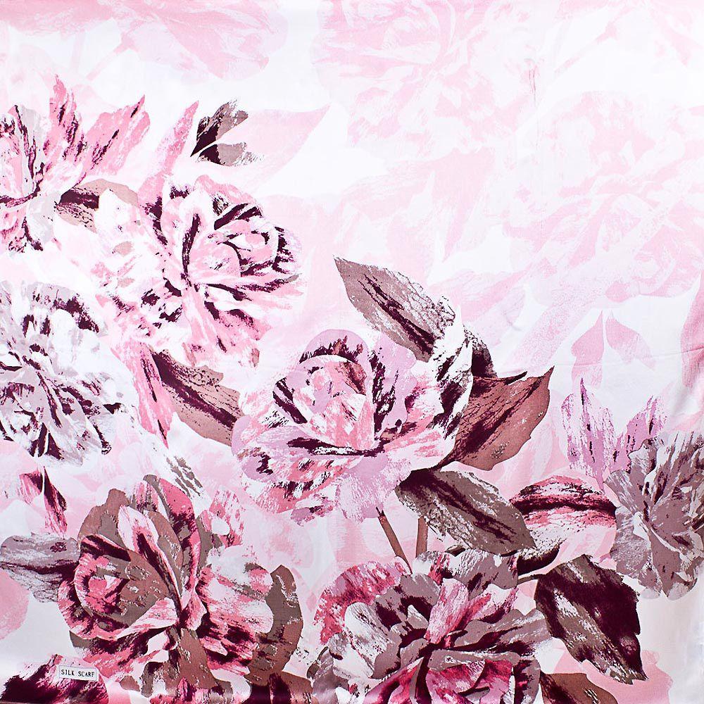 Шелковый платок Eterno нежно-розовый с цветами в оттенке капучино