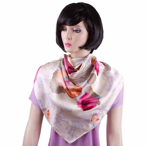 Шелковая косынка Eterno светлого серовато-бежевого цвета с маками