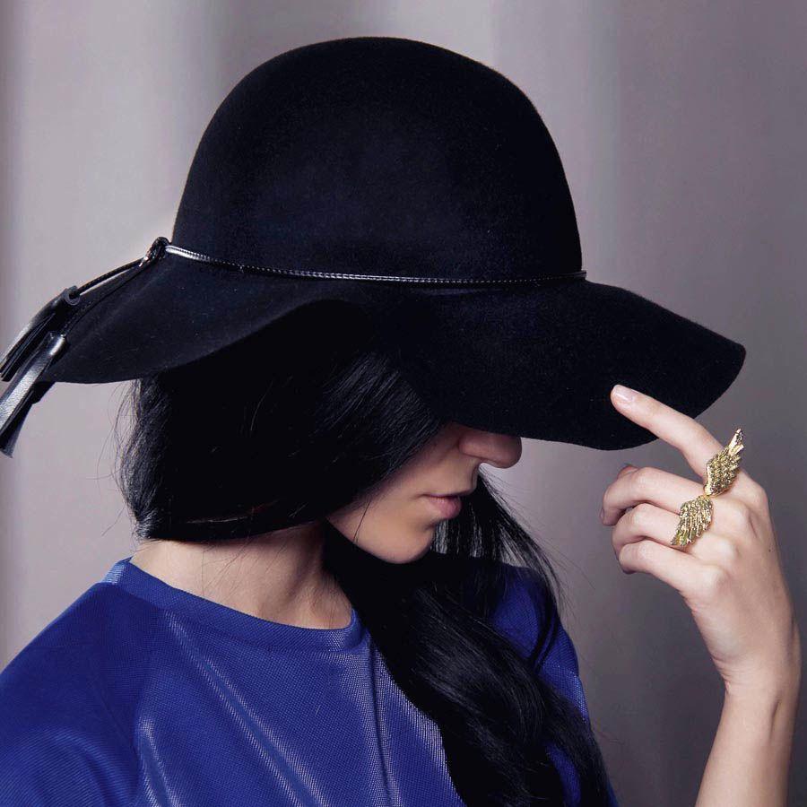 Шляпа флоппи Hat You черного цвета с кожаными кисточками