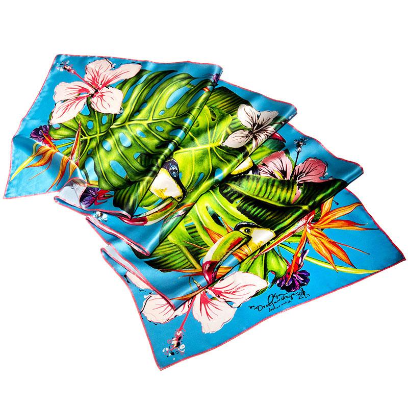 Шарф D.OLYA by Olga Dvoryanskaya Paradise с ручным подшивом голубого цвета