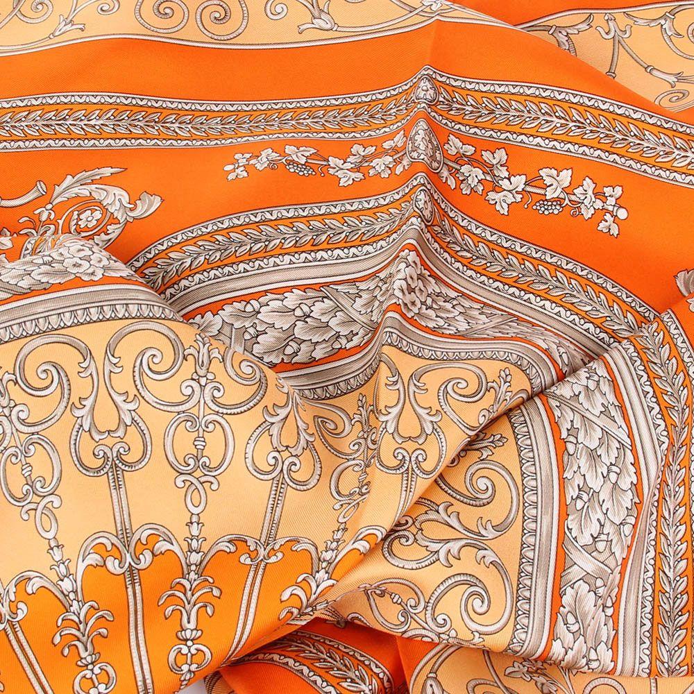 Шелковый платок Versace оранжевого цвета с нежным рисунком