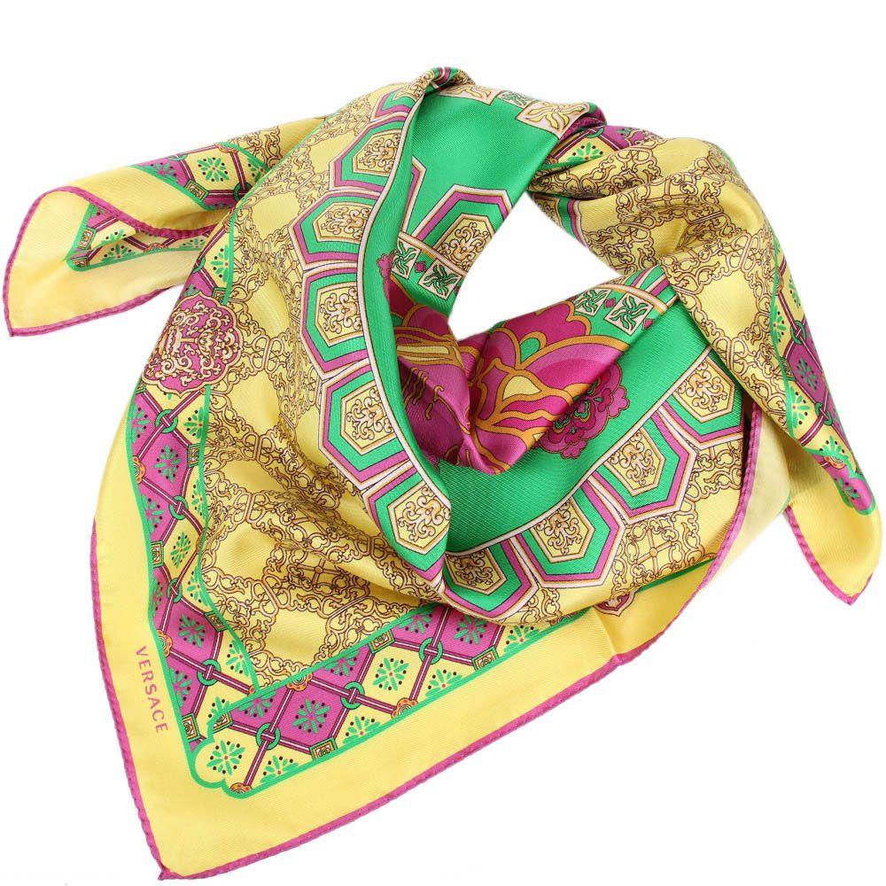 Шелковый платок Versace желтого цвета с розово-зеленым орнаментом