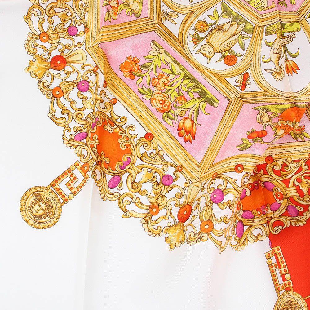 Платок Versace шелковый розового цвета с золотистыми узорами