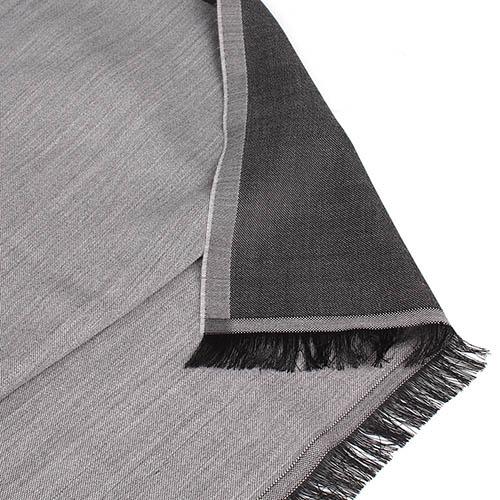 Палантин Maalbi серого цвета с черной бахромой, фото