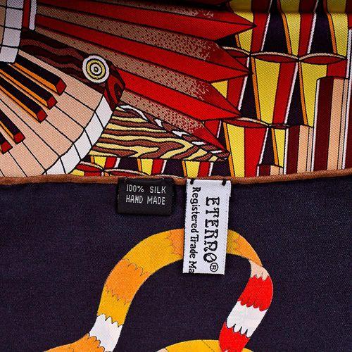 Шелковый платок Eterno со стилизованным мальтийским крестом, фото