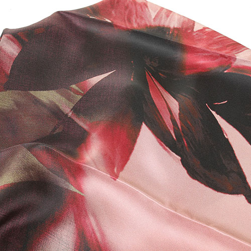 Платок Tosca Blu Forest tea с бордовым цветочным принтом, фото