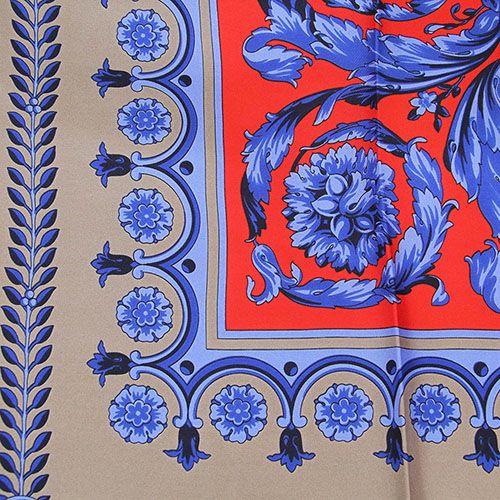 Женский платок Versace серого цвета с красно-синим орнаментом, фото