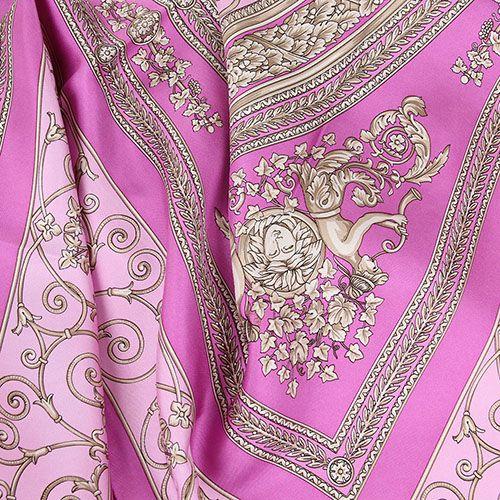 Шелковый платок Versace сиреневого цвета с нежно-розовым рисунком, фото