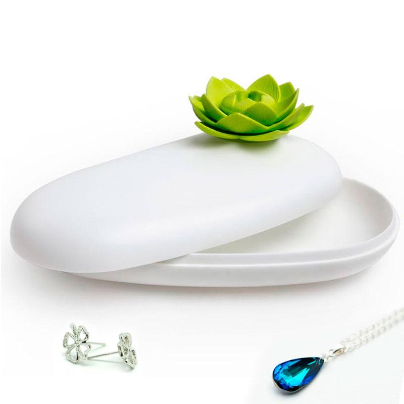 Футляр белого цвета с зеленым цветком Qualy Lotus