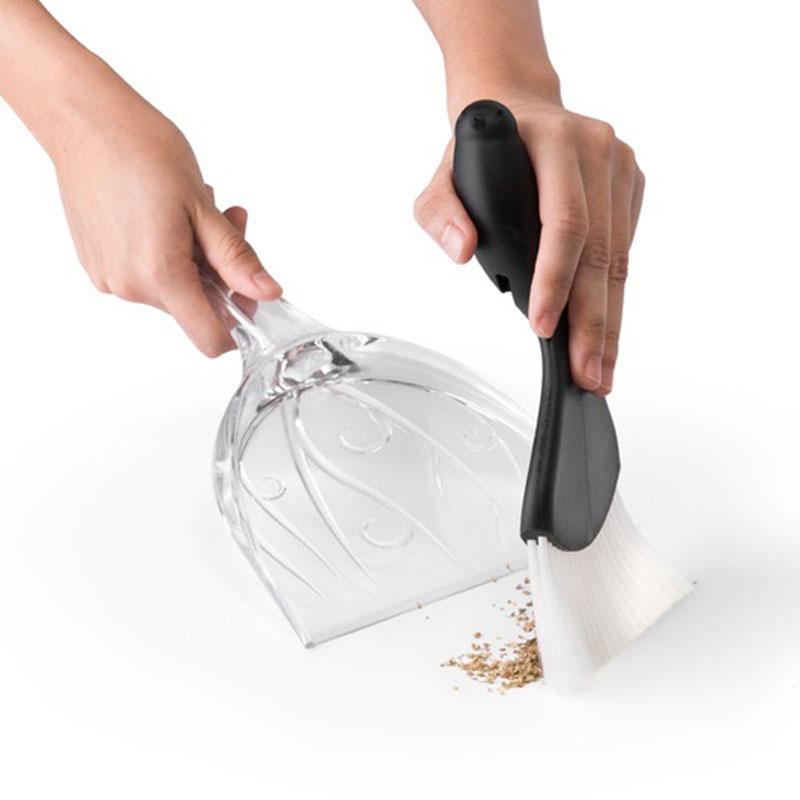 Совок и щетка для уборки Qualy Sweepie Sparrow черного цвета