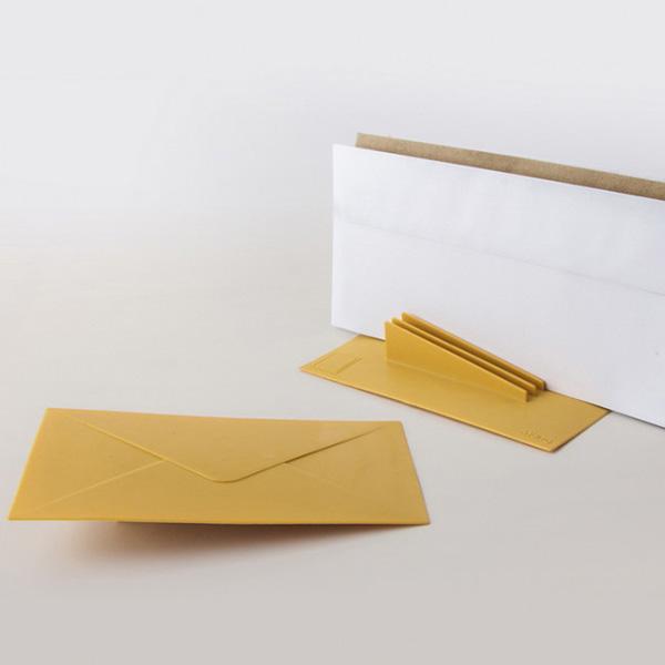 Дверной стоппер Qualy You've Got Mail с функцией органайзера