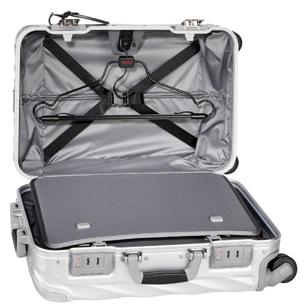 Серебристый чемодан 56х35,5х23см Tumi 19 Degree Aluminium Carry-On