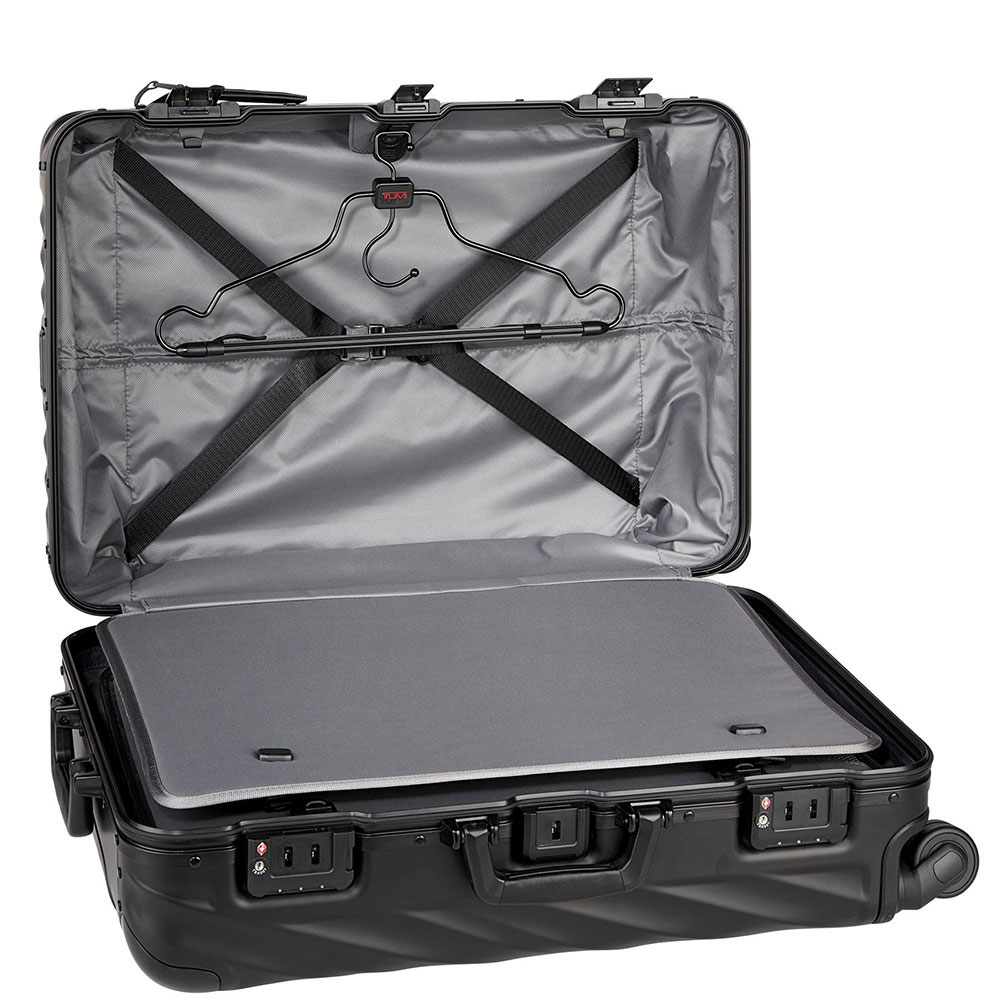 Черный чемодан 66х44,5х25,5см Tumi 19 Degree Aluminium