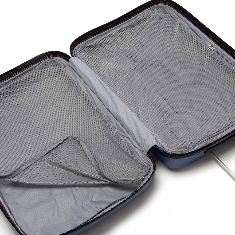 Вместительный чемодан 80x54x30см Roncato Zeta с рельефным корпусом синего цвета
