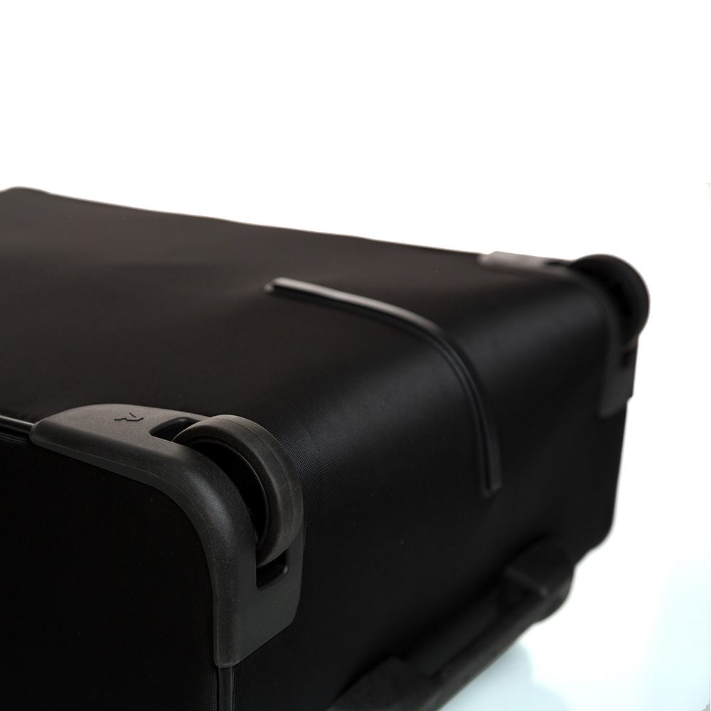 Дорожный чемодан среднего размера 67х44х27-31см Roncato Speed черного цвета
