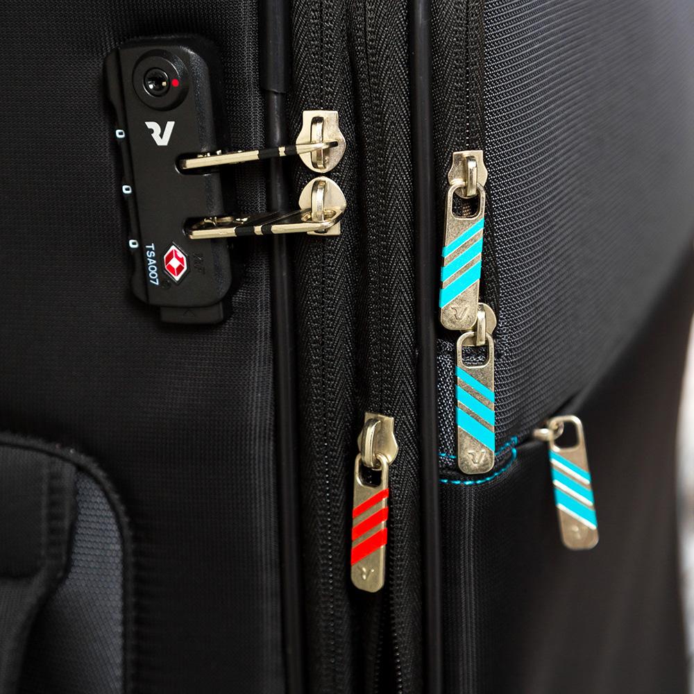 Дорожный чемодан среднего размера 67х44х27-31см Roncato Speed черного цвета 4-х колесный