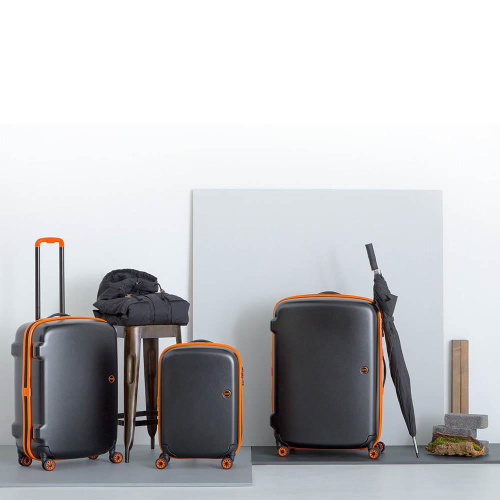 Маленький черный чемодан 36х55х23,5см Lojel Nimbus на колесиках с оранжевым кантом