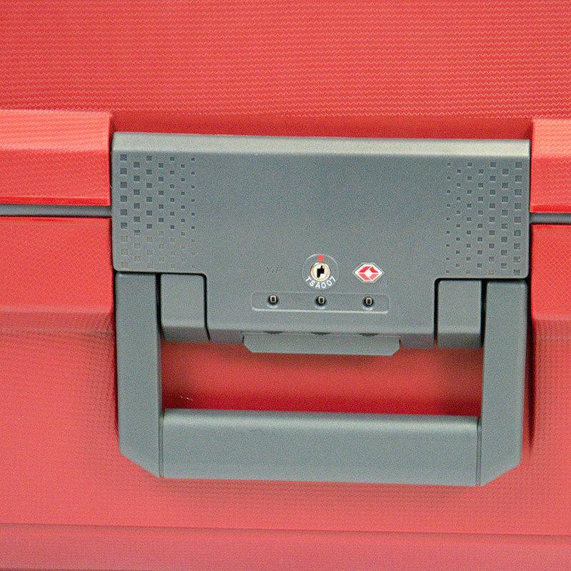 Красный дорожный чемодан 44x66x27см Travelite Makro на 4-х колесах