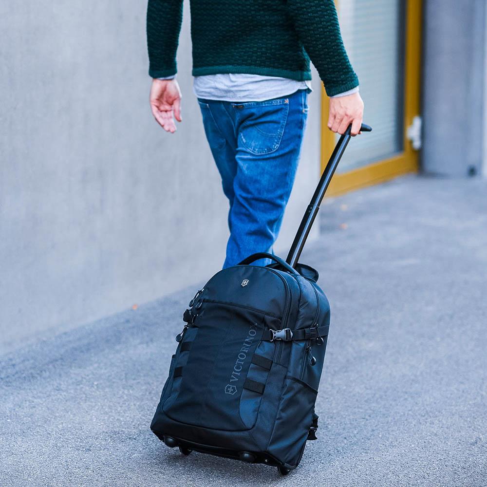 Рюкзак на колесах Victorinox Vx Sport Wheeled Cadet черного цвета