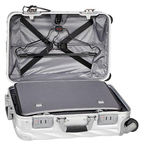Серебристый чемодан 56х35,5х23см Tumi 19 Degree Aluminium Carry-On, фото