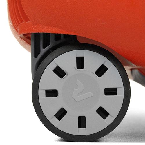 Набор чемоданов Roncato Light в оранжевом цвете, фото