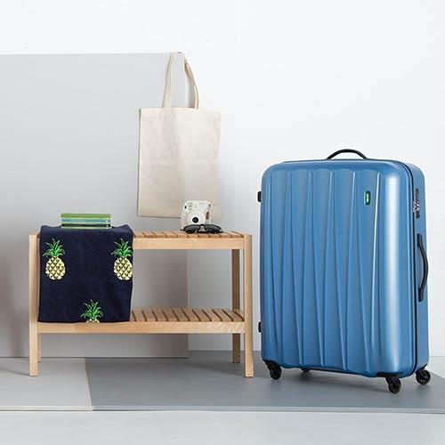 Большой синий чемодан 53х76х29см Lojel Essence на 4 колесиках с выдвижной ручкой, фото