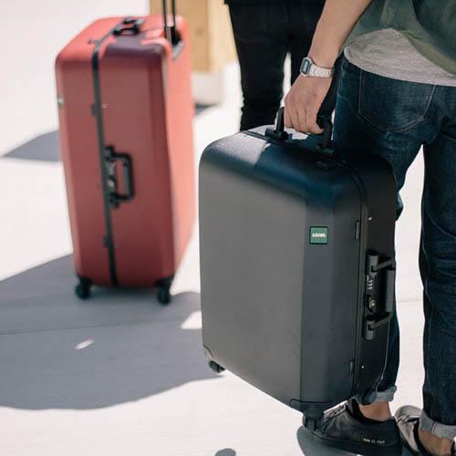 Большой красный чемодан 54х77х31,5см Lojel Rando с покрытием против царапин на колесиках, фото