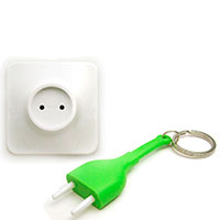 Настенная ключница с брелоком для ключей Qualy Unplug зеленая, фото