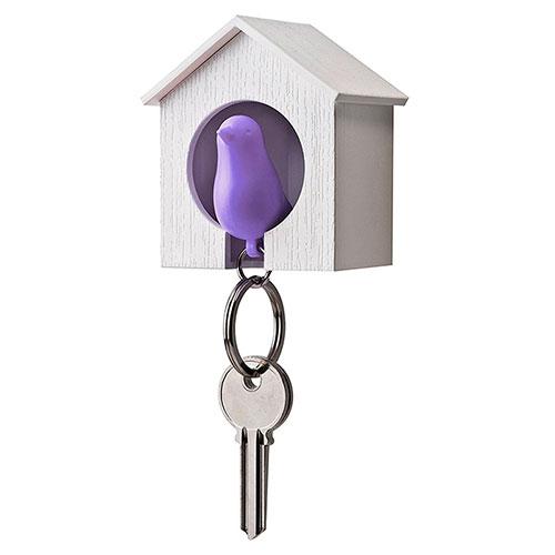Настенная ключница с брелоком-свистком Qualy Sparrow белая с фиолетовым, фото