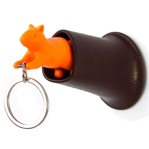 Ключница настенная с брелоком Qualy Squirrel коричневая с оранжевым, фото