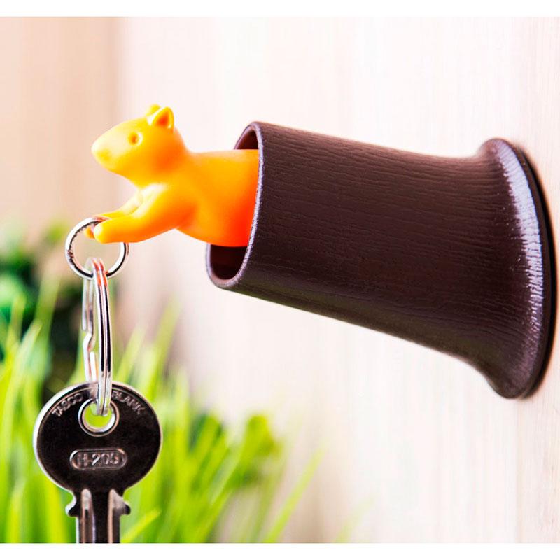 Ключница настенная с брелоком Qualy Squirrel коричневая с оранжевым