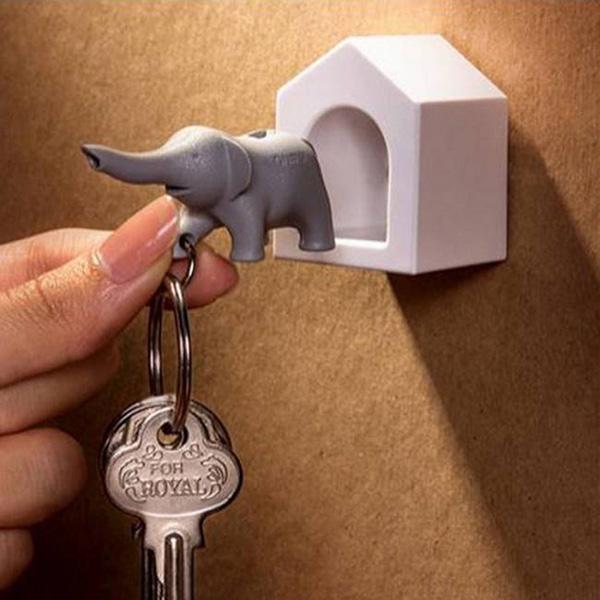 Ключница настенная с брелком-свистком Qualy Elephant