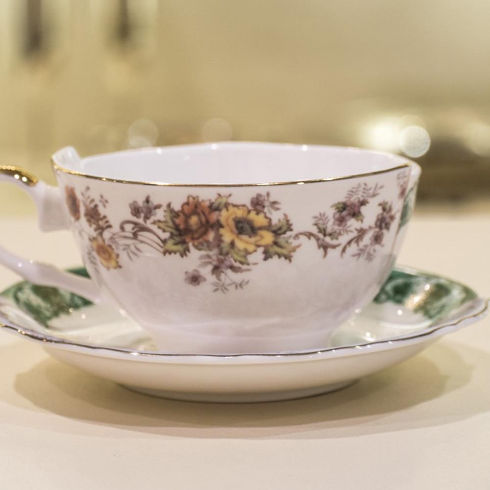 Кофейная чашка с блюдцем Seletti Hybrid Isidora