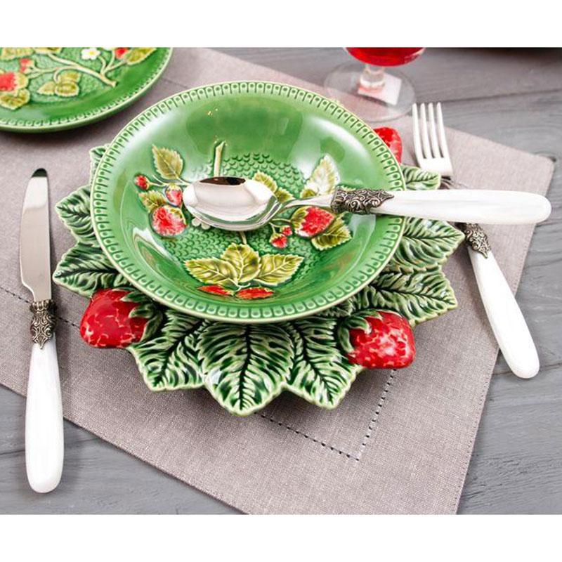 Тарелка обеденная Bordallo Pinheiro Клубника 26см