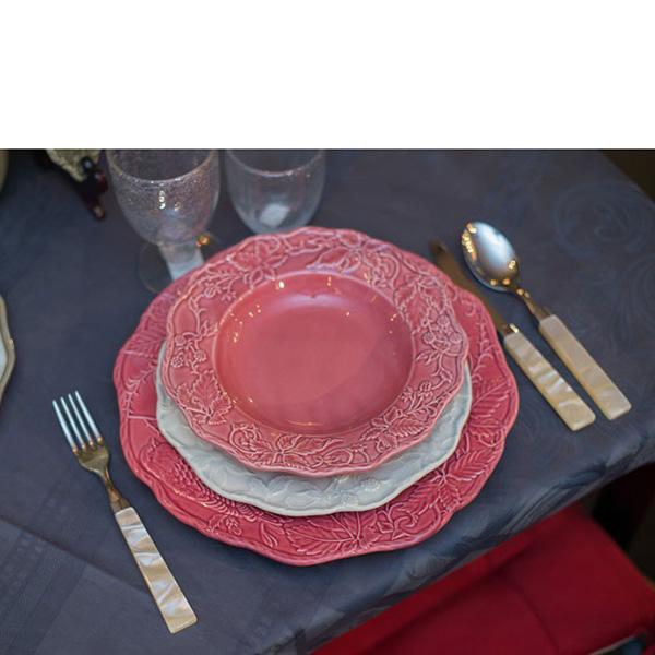 Бордовая подставная тарелка Bordallo Pinheiro Артишок и птица